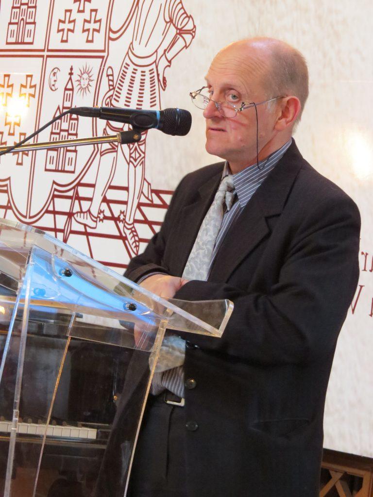 Inspector școlar județean Petru Ioan Gârbea, felicitând participanții la olimpiadă