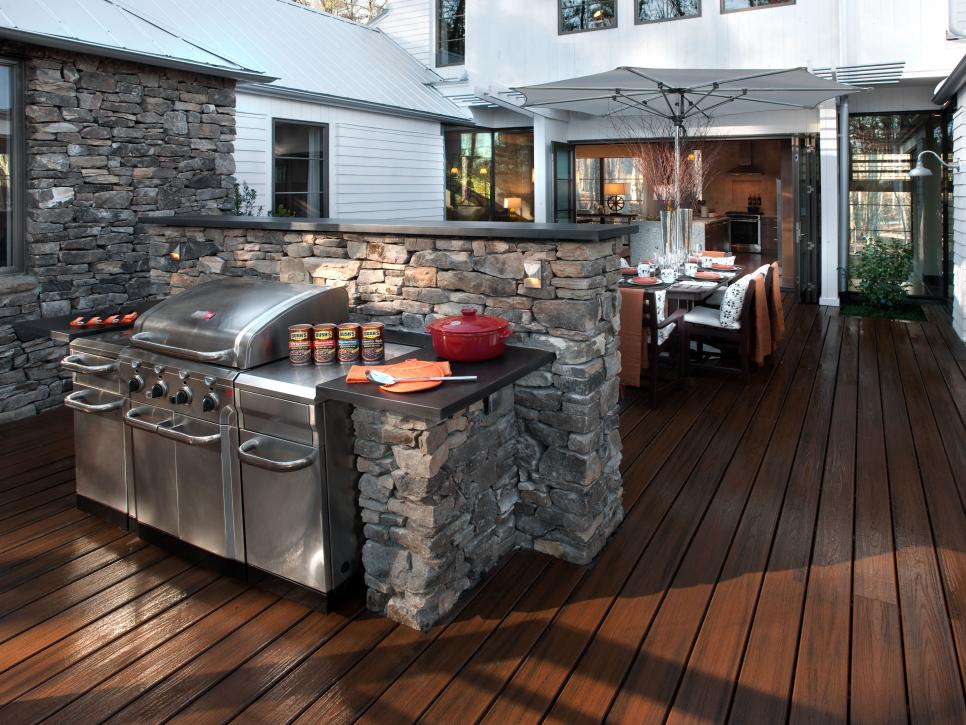 gh2012_bbq-courtyard-01-wide-grill-table_courtyard-3-hero_s4x3-jpg-rend-hgtvcom-966-725