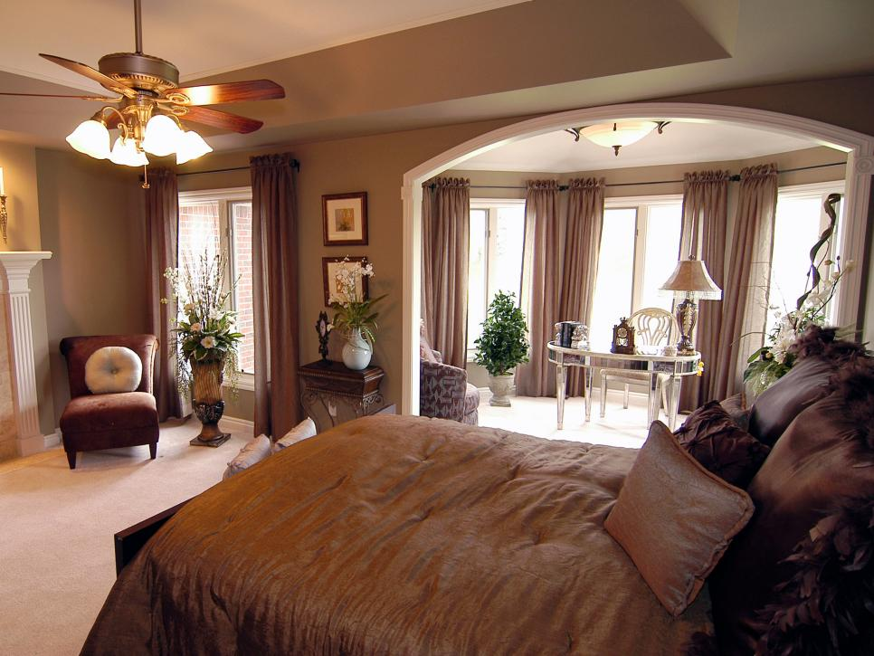 original_trish-beaudet-multipurpose-master-bedroom_s4x3-jpg-rend-hgtvcom-966-725