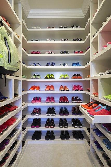 Khloe Kardashian walk in closet