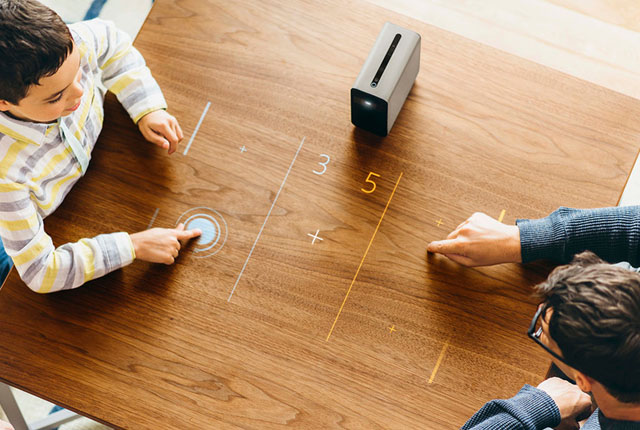 proiector Xperia Touch