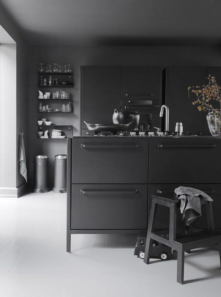 bucatarie in intregime neagra