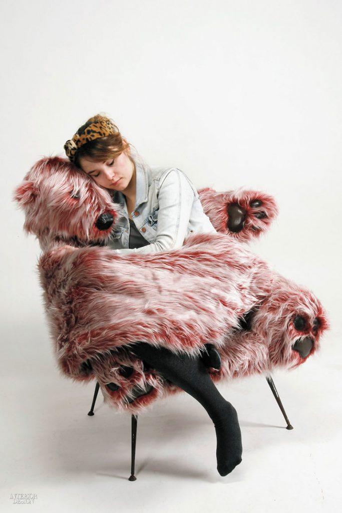 6. Scaun Polar Bear din metal și blană artificială de Ania Kanicka