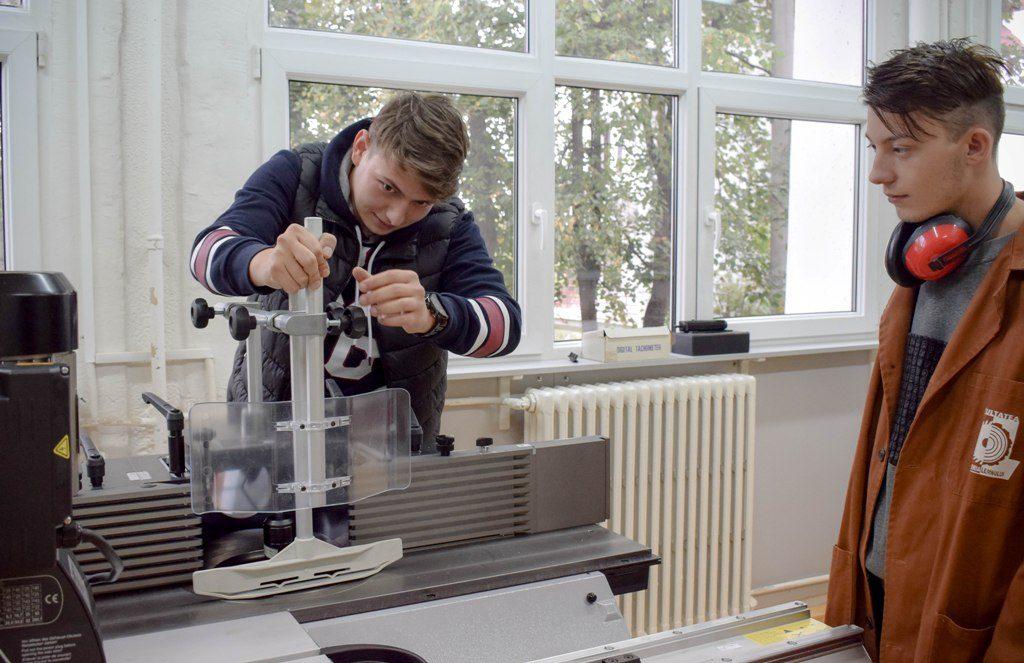 Facultatea de Ingineria Lemnului Universitatea Transilvania din Braşov 1