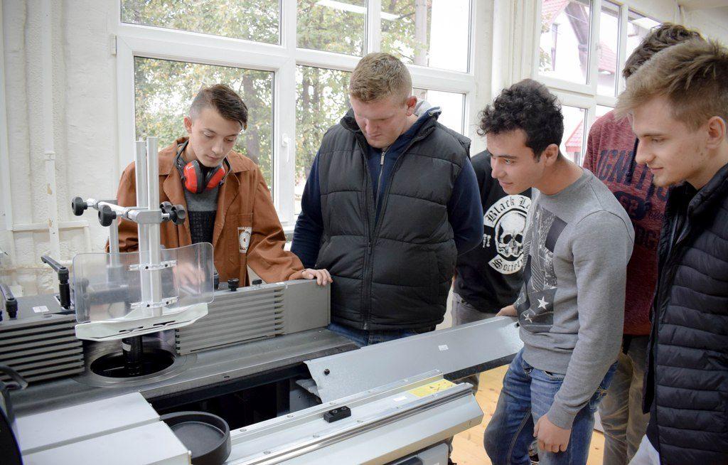 Studenti la Facultatea de Ingineria Lemnului Universitatea Transilvania din Braşov 2