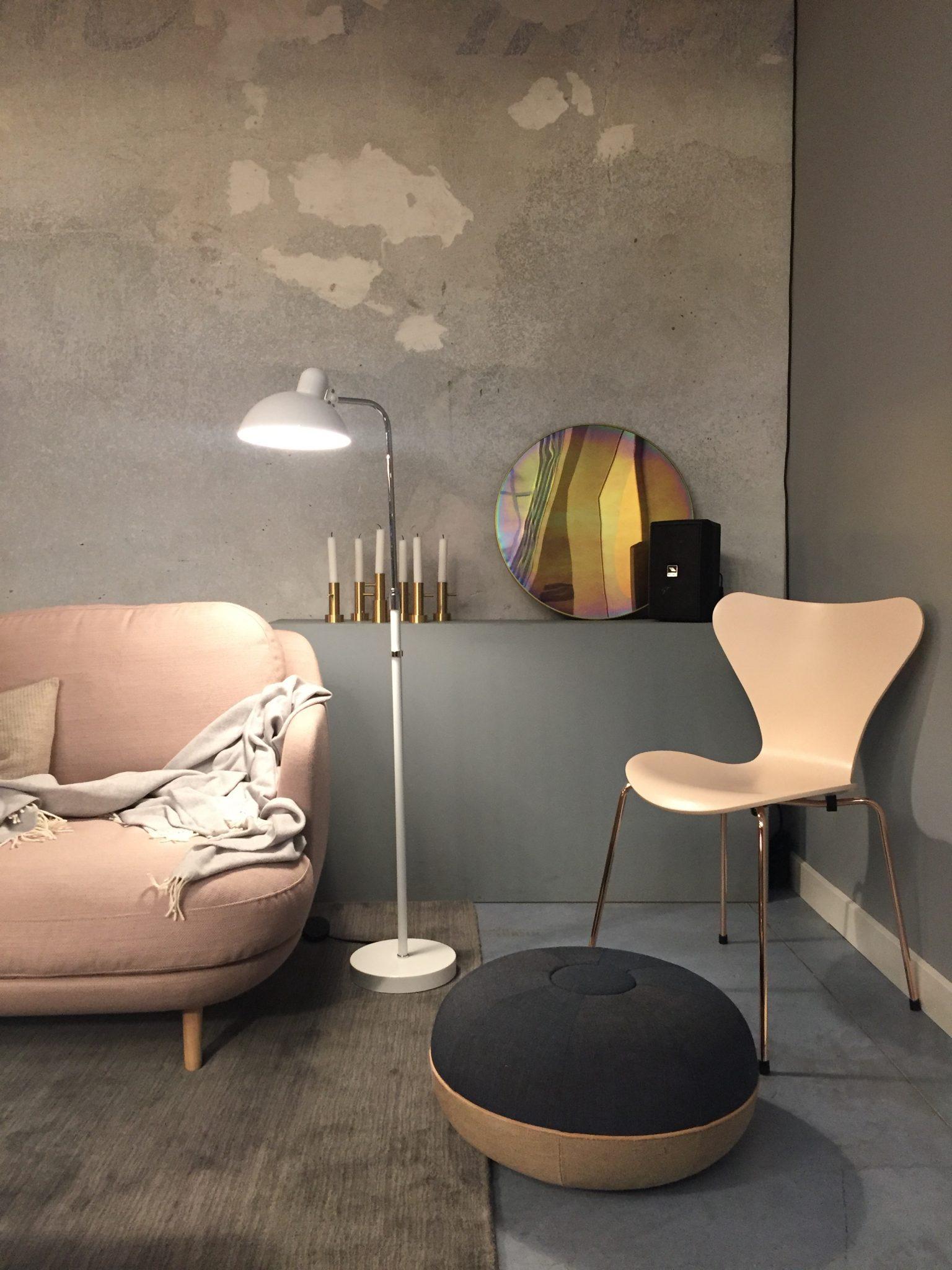 sofa cu margini curbate si otoman revista mobila. Black Bedroom Furniture Sets. Home Design Ideas